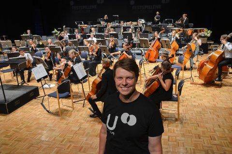 MORO: Arild Askeland er prosjektleder for å få flere unge til å gå på festspillkonserter. – Du blir en bedre lytter om du starter tidlig.