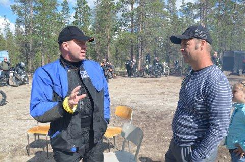 Geir Juklestad er leder i Offroad Touring Club, som er på tur til Folldal hvert år. Til høyre leder i Folldal motorsportklubb, Svein Erik Ekrehagen.