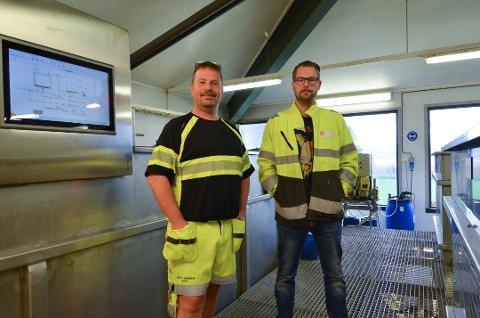 FOLKEOPPLYSERE: Kjell Vidar Holst (t.v.) og Ole-Bjørn Mather vil at folk skal bli mer bevisste på hva de kaster i do. Foto: Silja Björklund Einarsdóttir