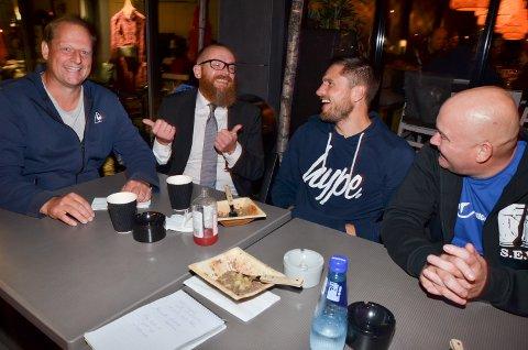 FEIRING: Robert Paulsbyen feiret seieren ute på Cafe Øst med blant annet sine nærmeste medhjelpere Espen Schioldborg, Roger Haugen og Stein Erik Reiten.
