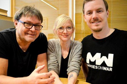 RIKHOLDIG PROGRAM: Erik Larsen (til venstre), Karoline Hovsengen og Øystein Egge lover at årets utgave av filmfestivalen Movies on War i Elverum blir mer spennende enn noensinne. (Foto: Bjørn-Frode Løvlund)
