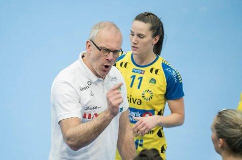 SPENNENDE: Storhamar, her ved Tonje Enkerud og trener Arne Senstad, har tre mulige motstandere i tirsdagens kvartfinaletrekning i EHF-cupen håndball.