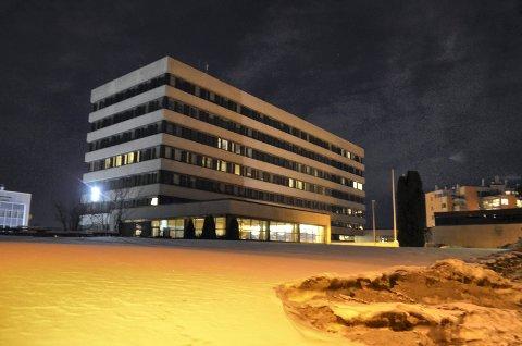 MÅ OPPGRADERES OG UTVIDES: Fylkeshuset i Hamar må oppgraderes og utvides for store summer for å få plass til sentraladministrasjonen i Innlandet fylkeskommune. Alternativet er å bygge nytt fylkeshus. (Foto: Bjørn-Frode Løvlund)