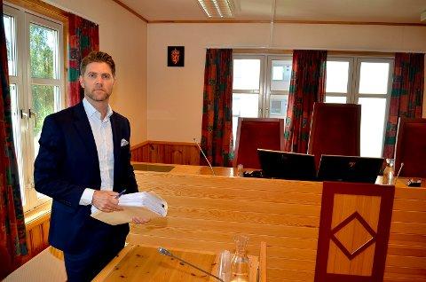OMFATTENDE: Bobestyreren, advokat Helge Hartz, opplyser at bobehandlingen etter konkursen i Trysil Byggsystem har vært omfattende og tidkrevende. Her etter skiftesamlingen i Sør-Østerdal tingrett torsdag.  (Foto: Bjørn-Frode Løvlund)