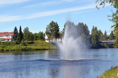 SETTES UT TORSDAG: Torsdag settes fontenen ut i Glomma igjen. (Foto: Pernille Skaare Lier)