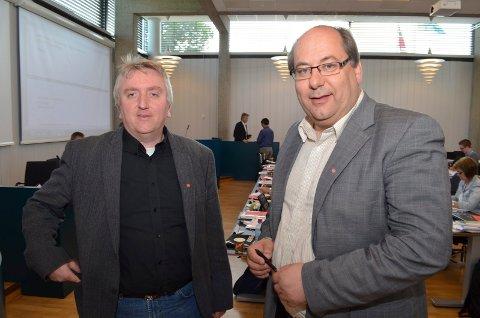FIKK PLASS: Aps Bjørn Jarle Røberg-Larsen (til venstre) og Per-Gunnar Sveen, begge fra Elverum, fikk plass i fylkestinget i Innlandet. (Foto: Rune Hagen)