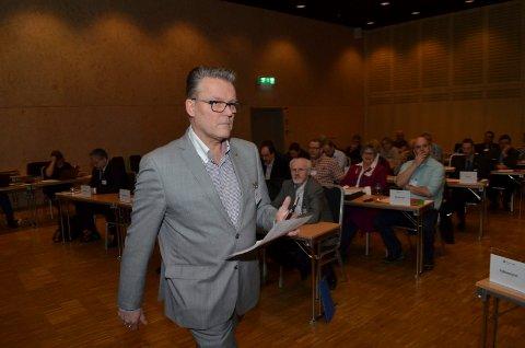 UT AV REGJERINGEN: Fylkesleder Johan Aas mener at Frp må ut av regjeringen. Bildet er fra fylkesårsmøtet 2015 i Charlottenberg. (Arkivfoto: Rune Hagen)