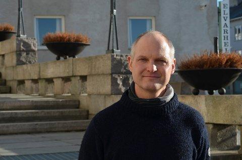 OVER TOPPEN?: Kommuneoverlege Jon Iver Fougner, tenkte selv mandag morgen om Elverum nå var over toppen med koronasmitte.