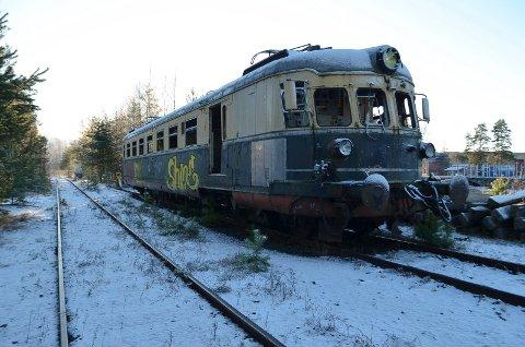FLYTTET: Lyntoget er flyttet til et annet spor i påvente av transport videre til Norsk Jernbanemuseum i Hamar.