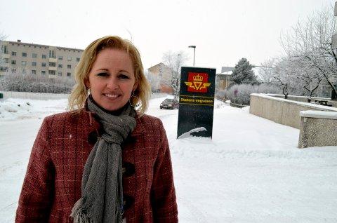 IKKE BRA NOK: Regionlederen i Trygg Trafikk Innlandet, Marianne Mittet Solbraa, mener trafikksituasjonen på Hanstad er ugunstig for de myke trafikantene. Hun ber Elverum kommune gjøre noe med dette.