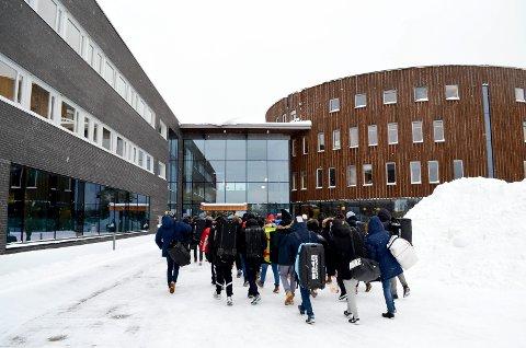 SKAL BRUKE TERNINGEN ARENA: Forsvaret bruker Terningen Arena ved innrykk av nye rekrutter, noe som bekymret høgskoleledelsen på grunn av koronautbruddet.
