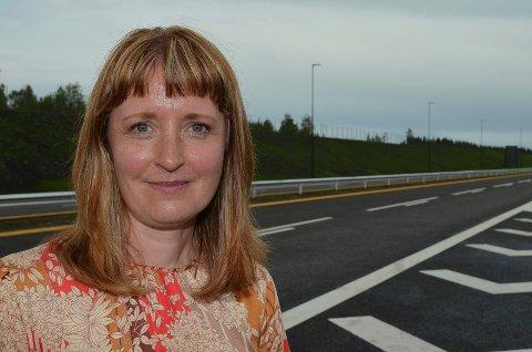 BOMPENGEINNKREVINGEN FORTSETTER: Statssekretær Ingelin Noresjø (KrF) i Samferdselsdepartementet sier bompengeinnkrevingen på sidevegene til E6 i Ringsaker fortsetter.