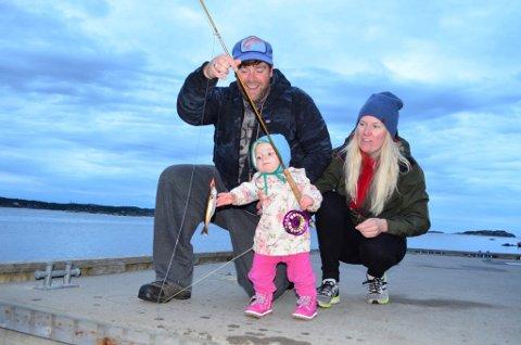 KLAR FOR ÅMOT: - Vi gleder oss til å overta Rena fiskecamp. Området har alt vi drømmer om, sier ekteparet John og Silje Bond som har kjøpt fiskecampen og flytter fra Montana i USA til Deset og Åmot.