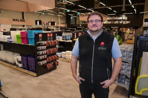 TRELAST: Steffen Bjørnstad, salgsleder PROFF ved Byggmakker Elverum.