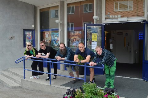 FILMKLUBBSTYRET: Fra venstre Karoline Hovsengen (vara), Øystein Egge (leder), Odd Nilsen, Are Rabben Teigen og Tom Martin Nyberg er blant dem som står bak den nye Elverum Filmklubb.
