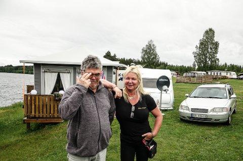 VEMODIG: – Det er vemodig å tenke på at dette kan bli siste sommeren med Lisbet på campingen, sier en av de faste gjestene, Tore Oksvold.