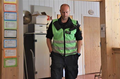 MANGE UTE I FELT: Innsatsleder Anders Brennhaug forteller at det er rundt 100 mannskaper som er ute og leter lørdag klokken 14.