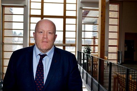 LETER ETTER NYE LEDERE: Rektor Peer Jacob Svenkerud skal selv lede innstillingsutvalgene når de nye dekanene ved Høgskolen i Innlandet skal ansettes.