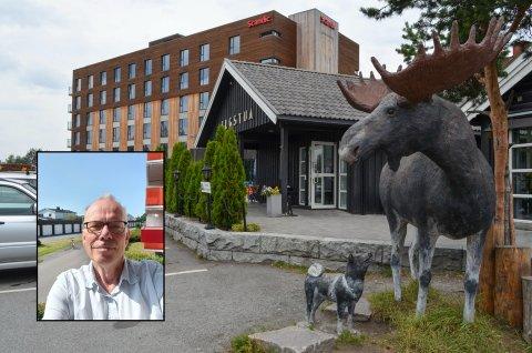 REAGERER: Arne Danielsen fra Gjøvik mener en burger-middag med drikke til ikke bør koste nesten 300 kroner.