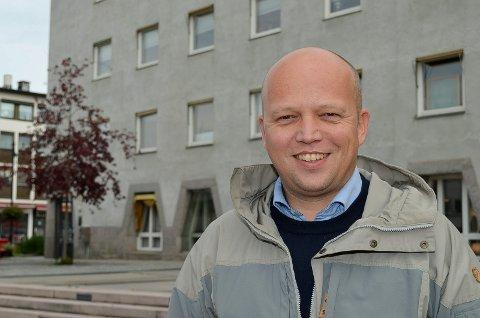 INGEN GARANTI: Sp-leder Trygve Slagsvold Vedum vil ikke garantere bomfri sideveg mellom Elverum og Løten, siden kommunestyret i Elverum har vendt tommelen ned for dette.