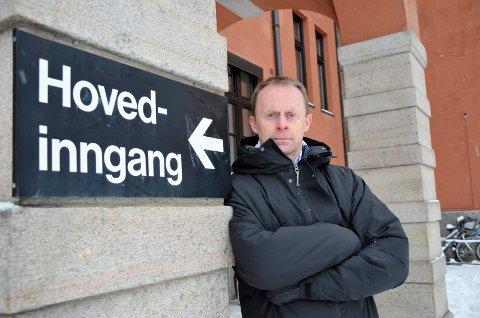 PASSER PÅ: Kommunedirektør Kristian Trengereid sier det er viktig å være på vakt for sykehuset i Elverum. Han er opptatt av at sykehuset skal ha mange funksjoner også i framtiden.
