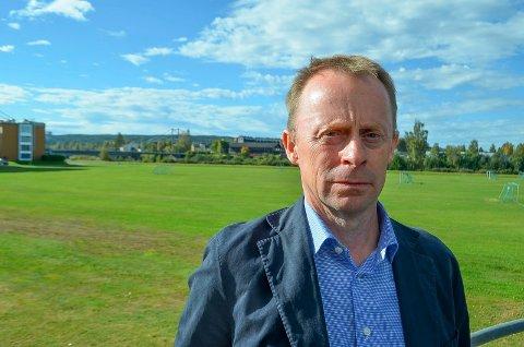 KLAR BESKJED: Kommunedirektør Kristian Trengereid sier det er avgjørende å følge med på hva som skjer med sykehuset i Elverum. Færre arbeidsplasser der er den største trusselen mot kommuneøkonomien.