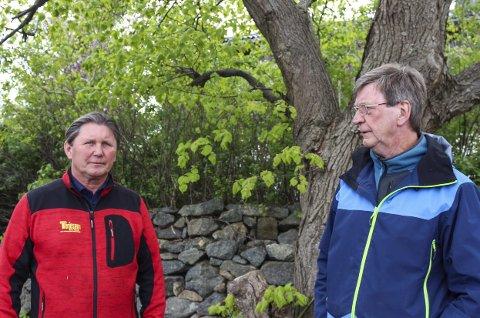 – Vis hensyn: Nils-Jacob Møyland og Terje Kristiansen er opptatt av at fuglene må få hekke i sesongen. Klipp kan vente. Foto. Nina Blix
