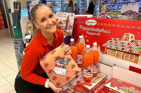 SELGER JULEVARER PÅ LØPENDE BÅND: Lene Lunde Lauvås og de andre hos Extra i Jernbanegata har butikken full av julevarer, og det har de hatt i minst 14 dager. Og kundene kjøper villig vekk, både ribbe og pinnekjøtt. Men det er den grumsete julebrusen som er favoritten.