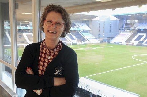 SPILLE PÅ LAG: Kjersti Stordalen (58), mener det finnes mange paralleller i fotball og politikk. – Lagarbeid. Alle skal med, sees, bli hørt og være likestilt.