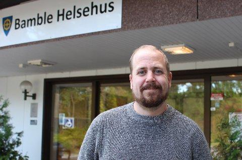 KAMP OM LEVERANSENE: Det er kamp om vaksineleveransene til norske kommuner. – Vi holder det tempoet vi kan, avhengig av vaksineleveransene, sier kommuneoverlege Anders Mølmen i Bamble kommune.