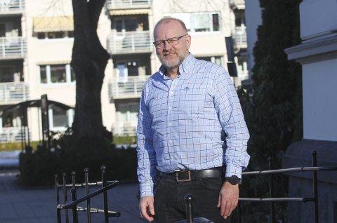 KORONARELATERT: Fylkeskommunen sier at Porsgrunn kommune selv må ordne med og betale for skoleskyss 21.- og 22. juni. Kommunalsjef Tollef Stensrud mener det er staten som skal ta den regninga.