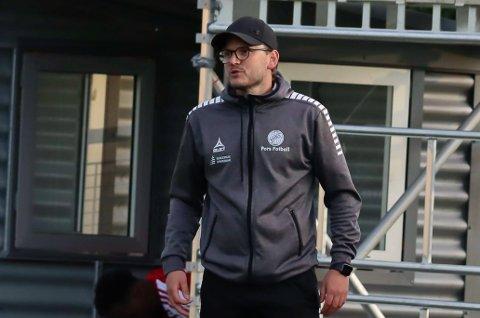 SKUFFET: Pors-trener Stig Haddal med klar tale etter tapet mot Hønefoss.