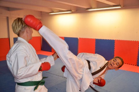 Julian Halsøy, Rana karateklubb, i aksjon på trening i klubben.