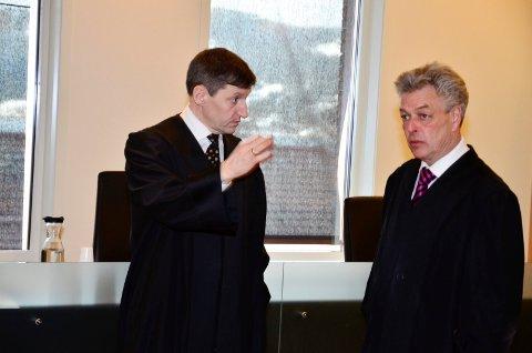 OVERGREPSSAK: Statsadvokat Thor Erik Høiskar (t.v.) og forsvarer advokat Erik Lea under hovedforhandlingene i Rana tingrett
