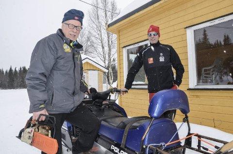 SER FRAMOVER: Løypesjef Gunnar Pedersen (t.v.) og rennleder Jan Birger Solheim innser at målområdet for Blåvegenløpet i Brennåsen ikke varer evig. Da gjelder det å ha ett eller flere alternativ klar. Foto: Trond Isaksen