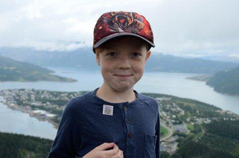 Sindre Bruvoll Strand (9) har allerede rukket å få litt av en samling med Til Topps-pins.