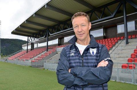 Ståle Krokstrand, leder i Rana FK, ville bidra til dialog mellom Stålkam og Mo IL for å øke sjansene for 3. divisjonsspill neste år.