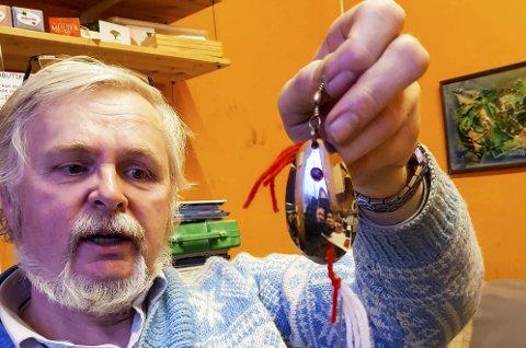 Ekte skjeangel: Ekte skjeangler kan kanskje være den perfekte gaven til den miljøbevisste hobbyfisker. Speiderleder Fritjof Strøm lover at torsken kan bli interessert, om man fisker med denne.