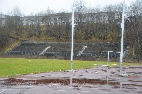 Sagbakken stadion slik den ligger i dag, er trolig for smal i forhold til kravene for vanlig seriefotball.