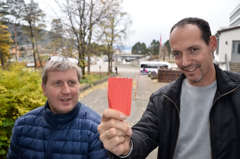 Jørgen Svarthoel (t.v.) og Tor Arne Nordvik gir rødt kort til ryktene om at det vanker pengepremier i årets Haaland Cup. Foto: Trond Isaksen