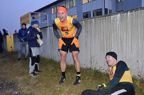 Lars Kristian Granlund førte an foran Jan Erik Hanssen (t.h). Førstnevnte la inn en spurt de siste 100 meterne og vant. Foto: Trond Isaksen
