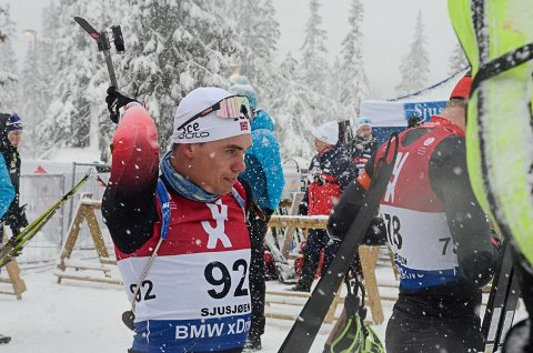 Fredrik Gjesbakk hadde fine resultater på Sjusjøen i åpningsrennene i IBU-cupen. 4. plass torsdag, 1. plass lørdag og 2. plass søndag.