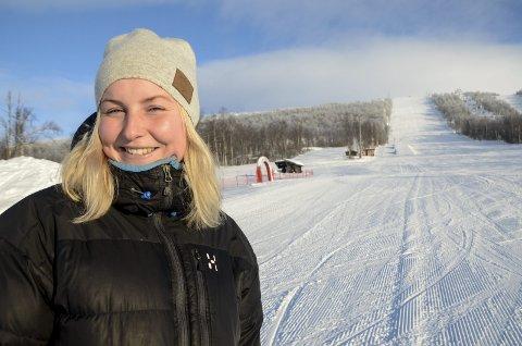 REKORD: Linnea Sjölund i bakken der Hemavan Hillclimb for scooter nå skal arrangeres - rett ved Solkatten. Lørdagens arrangement samler rekordmange førere.