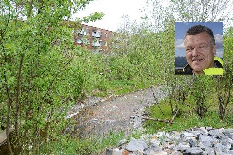 Eiendomssjef Arne Westgård i MIP (innfelt), ber om at de får frist til høsten 2021 med å bli ferdig med tiltakene i den sterkt forurensede Mobekken.