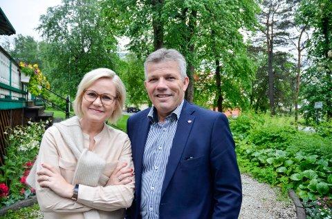 – Pakkeforeløpene for kreft skulle sikre framdrift i behandlingen og hindre unødvendig ventetid, sier Aps helsepolitiske talsperson, stortingsrepresentant Ingvild Kjerkol. Her er hun sammen med nestleder i Ap, Bjørnar Skjæran.