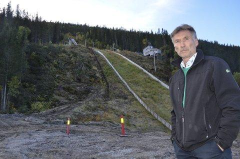 Trond Jøran Pedersen, styreleder i Fageråsbakkene AS, sier de nå er på rett spor etter at arbeidet i bakkene ble stoppet for tre uker siden. Foto: Trond Isaksen