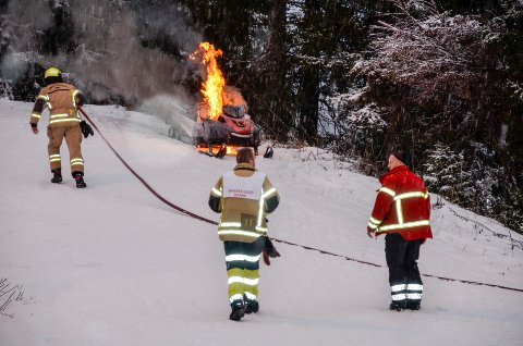 B&Y IL snøscooter tok fyr under løypepreparering på Skillevollen. Foto: Trond Isaksen