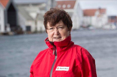 Stor bidragsyter: Hilde Gunn Kristiansen daglig leder i Nordland Røde Kors hyller og takker alle som trykket på Røde Kors-knappen på pantelotteriets pantemaskiner i Nordland fylke.