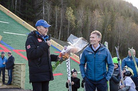 Jan Skevik er mannen som tegnet nye Fageråsen, her sammen med Trond Jøran Pedersen under innvielsen av anlegget.