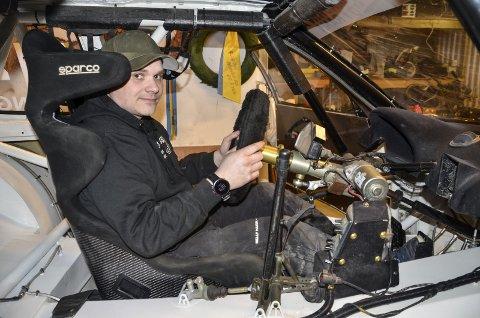 Stefan Åeng girer opp til en ny rallycross-sesong. I vinter har han bygd opp bilen bit for bit, del for del.